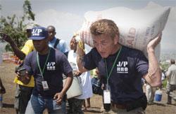Organizata bamirëse e Sean Penn për të ndihmuar Haitin 14915s10