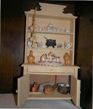 Restauration de petits meubles de Poupées des années 1950 en Bois 0213