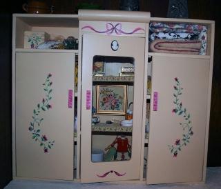 restaure des petits meubles de poupées des années 1950 Aa13