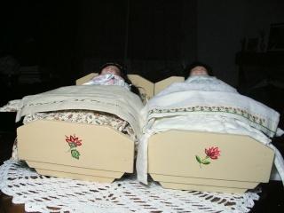 restaure des petits meubles de poupées des années 1950 Ii11