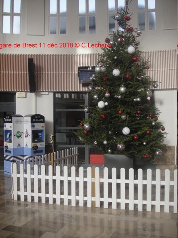 Sapin de Noël en gare de Brest Brest_13