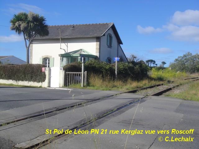 St Pol de Léon - les rails du PN de Kerglaz déposés St_pol11