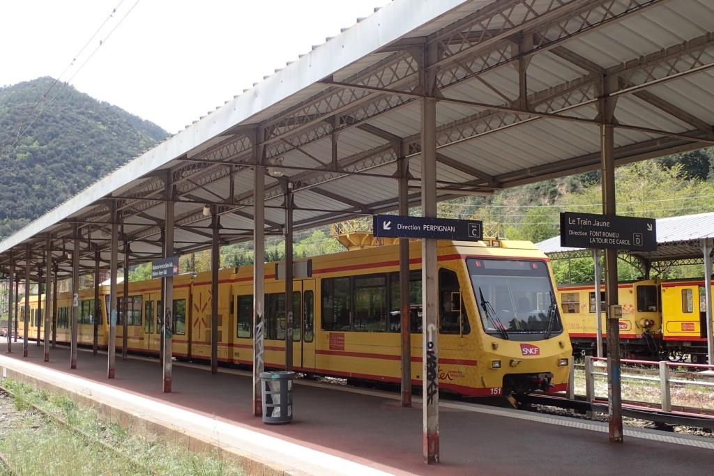 le train jaune ligne de Cerdagne de Villefranche Vernet les Bains à latour de Carol Train_16