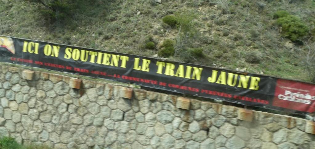 le train jaune ligne de Cerdagne de Villefranche Vernet les Bains à latour de Carol Train_17