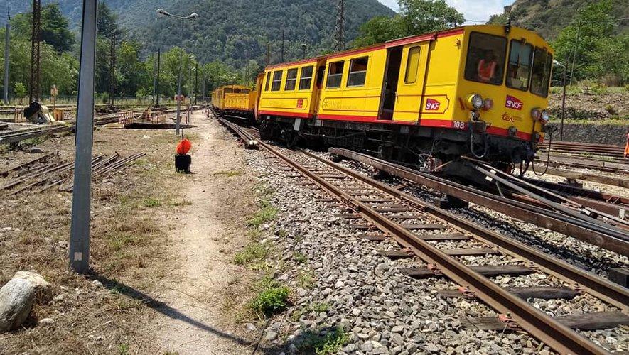 le train jaune ligne de Cerdagne de Villefranche Vernet les Bains à latour de Carol Train_23