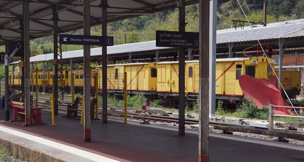 le train jaune ligne de Cerdagne de Villefranche Vernet les Bains à latour de Carol Villef12