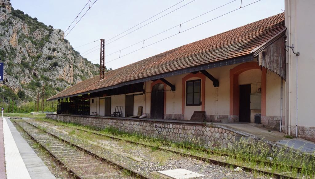 le train jaune ligne de Cerdagne de Villefranche Vernet les Bains à latour de Carol Villef13