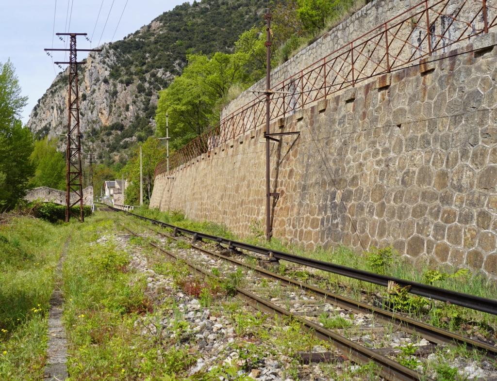 le train jaune ligne de Cerdagne de Villefranche Vernet les Bains à latour de Carol Villef15