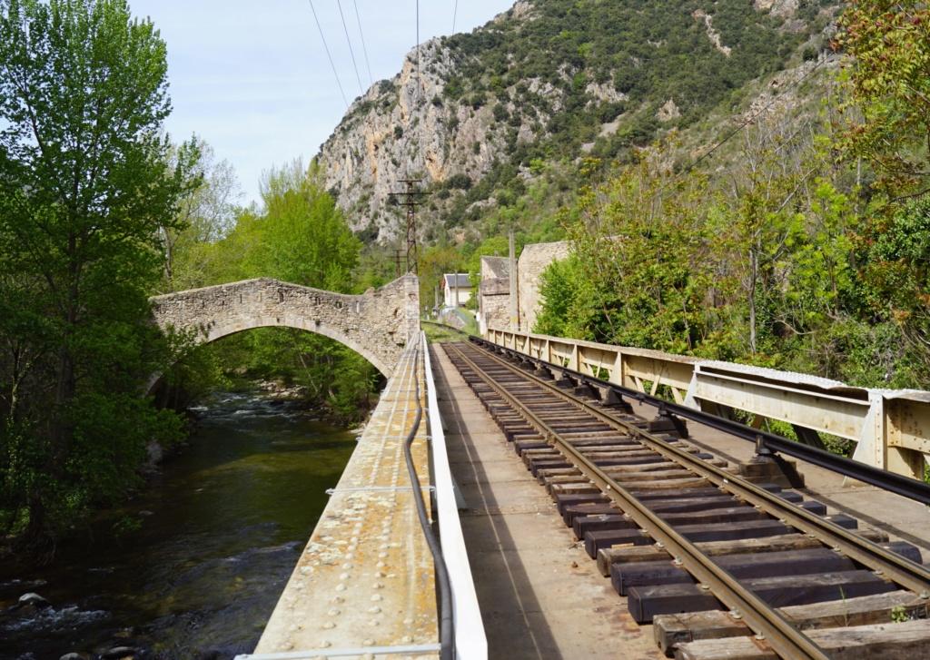 le train jaune ligne de Cerdagne de Villefranche Vernet les Bains à latour de Carol Villef18