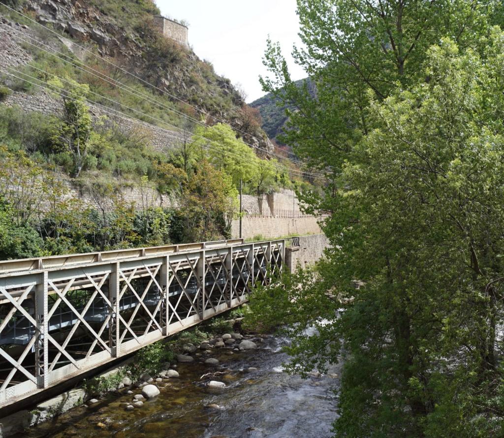 le train jaune ligne de Cerdagne de Villefranche Vernet les Bains à latour de Carol Villef19