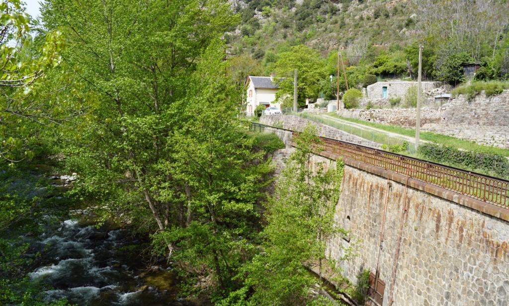le train jaune ligne de Cerdagne de Villefranche Vernet les Bains à latour de Carol Villef21