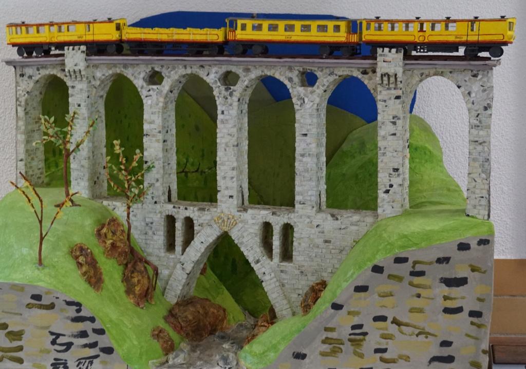 le train jaune ligne de Cerdagne de Villefranche Vernet les Bains à latour de Carol Villef26