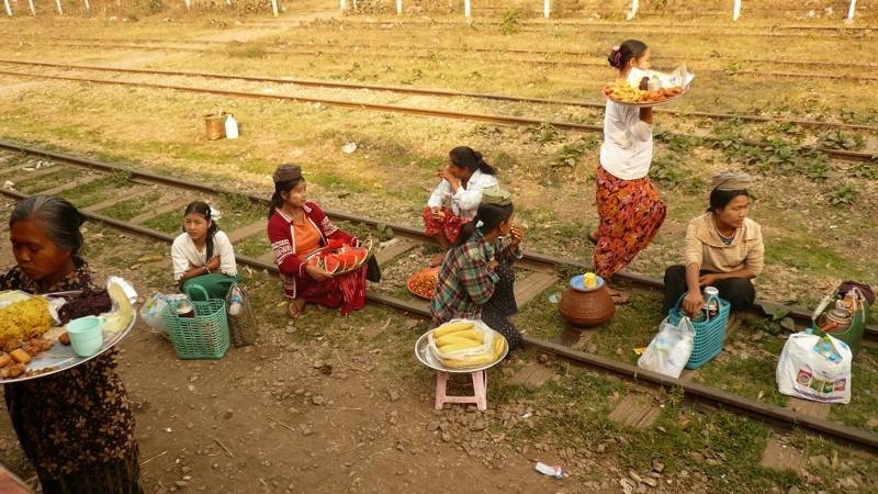 Le train en Asie du sud-est  P1010514
