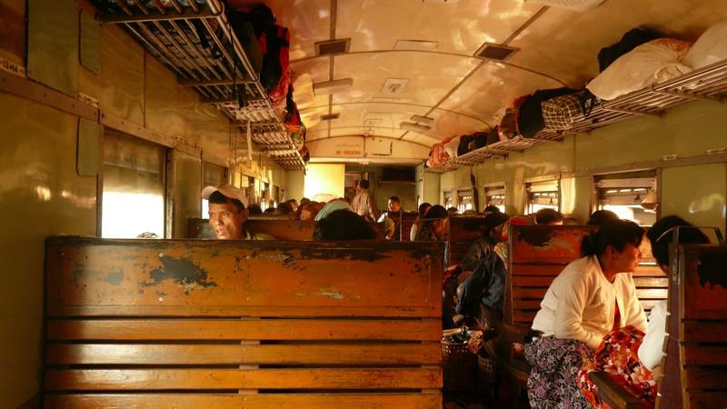 Le train en Asie du sud-est  P1010713