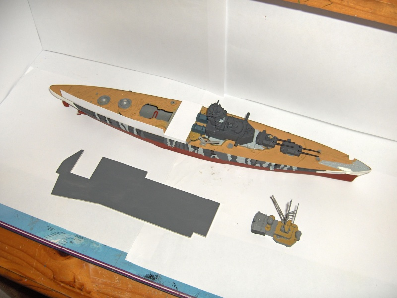 Conversion Tirpitz 1/570 en porte-hélico fictif - Page 2 Hpim0617