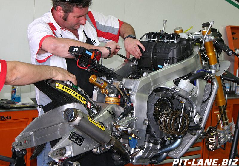 [Moto2] Motobi (ex TSR) Img_3520