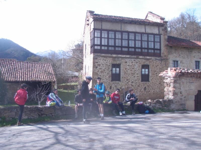 Bajo los Picos (31-3-10) P3310022