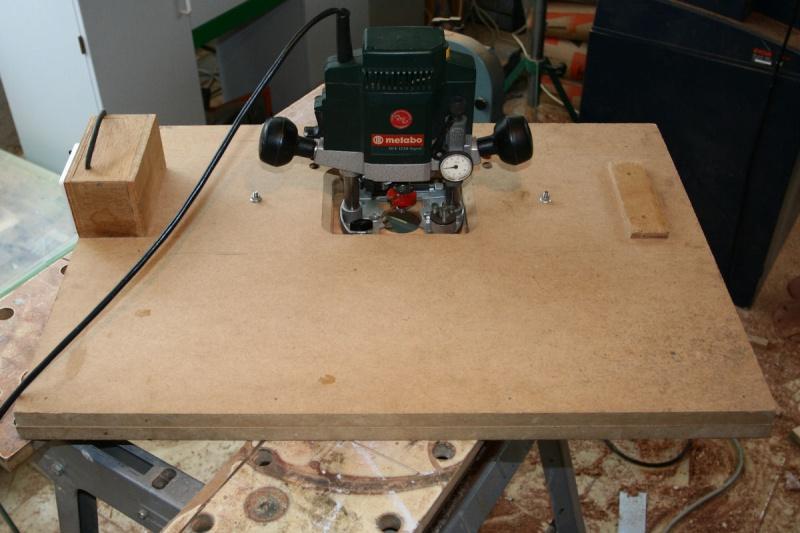 Une table de défonceuse avec chariot T411
