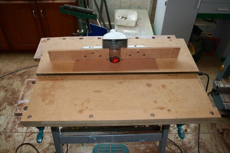 Une table de défonceuse avec chariot T511