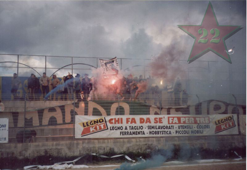 Stagione Ultras 2002/2003 - Pagina 2 Cn22_212
