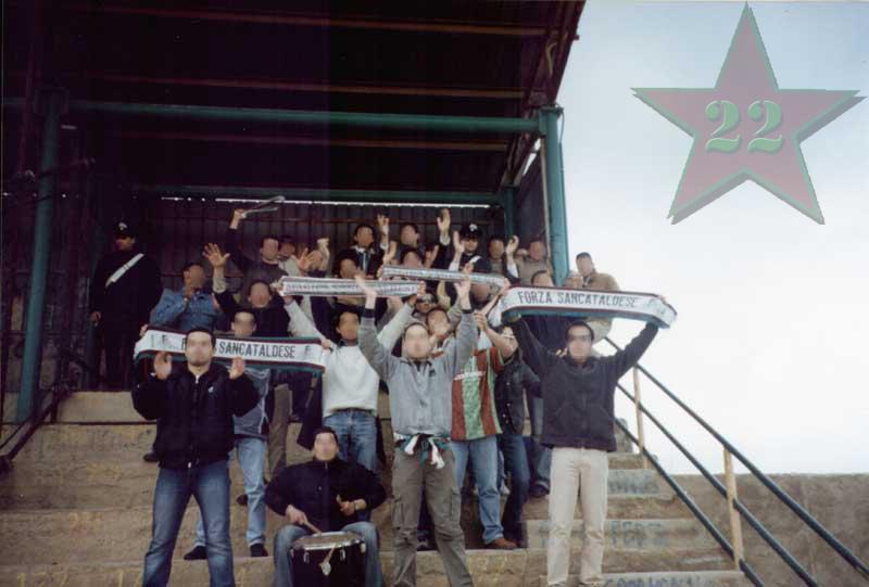 Stagione Ultras 2002/2003 - Pagina 2 Cn22_214