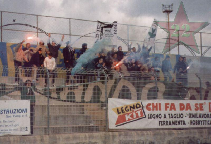 Stagione Ultras 2002/2003 - Pagina 2 Cn22_312