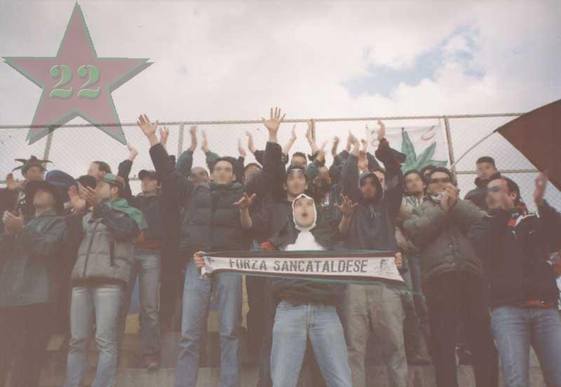 Stagione Ultras 2002/2003 - Pagina 2 Cn22_412
