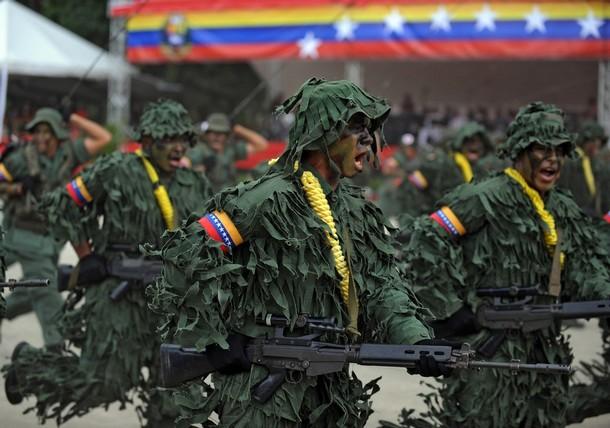 FAL de l armée Vénézuélienne, montage lunette type STANAG, lunette de  marque FN (merci à dxte pour son aide). ef96dc54dd6f