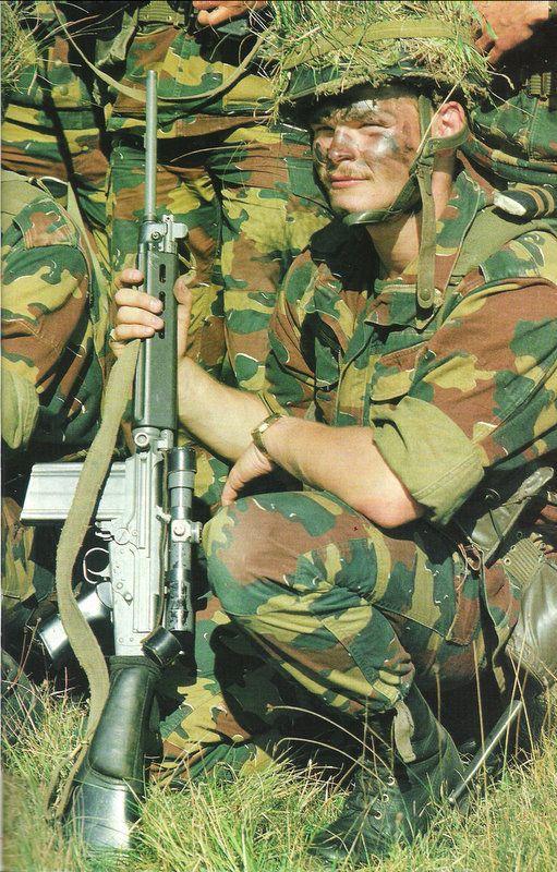 Agrandir cette imageRéduire cette image Cliquez ici pour la voir à sa  taille originale. Soldat de l armée Belge avec son FAL équipé d une lunette  OIP ... 738358b14e4a