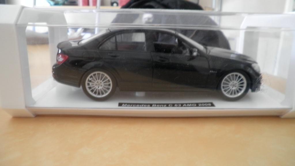 collectionneur de voitures miniatures 02010