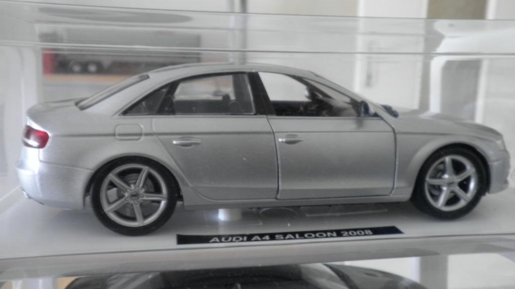 collectionneur de voitures miniatures 02710
