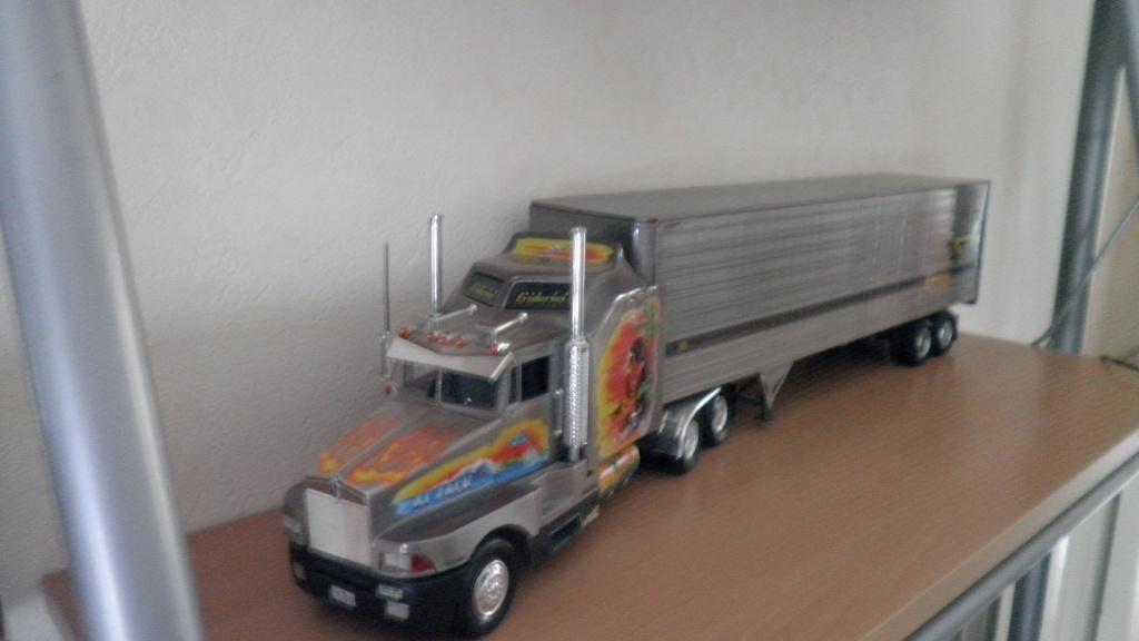 collectionneur de voitures miniatures 02910