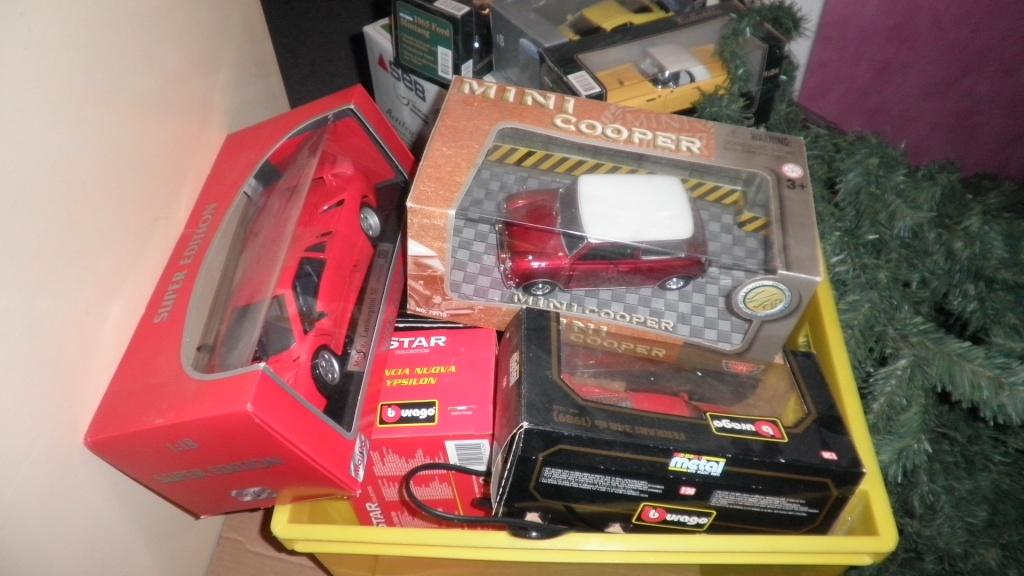 collectionneur de voitures miniatures 03510