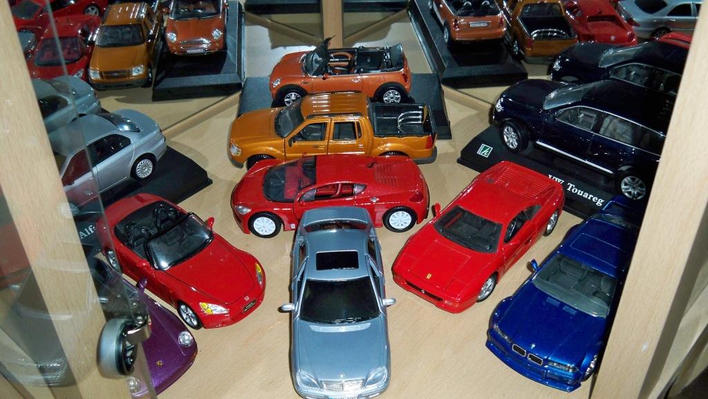 collectionneur de voitures miniatures 100_1222