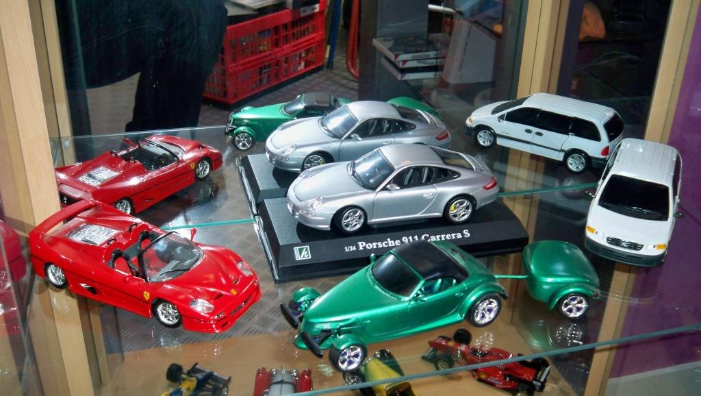 collectionneur de voitures miniatures 100_1224
