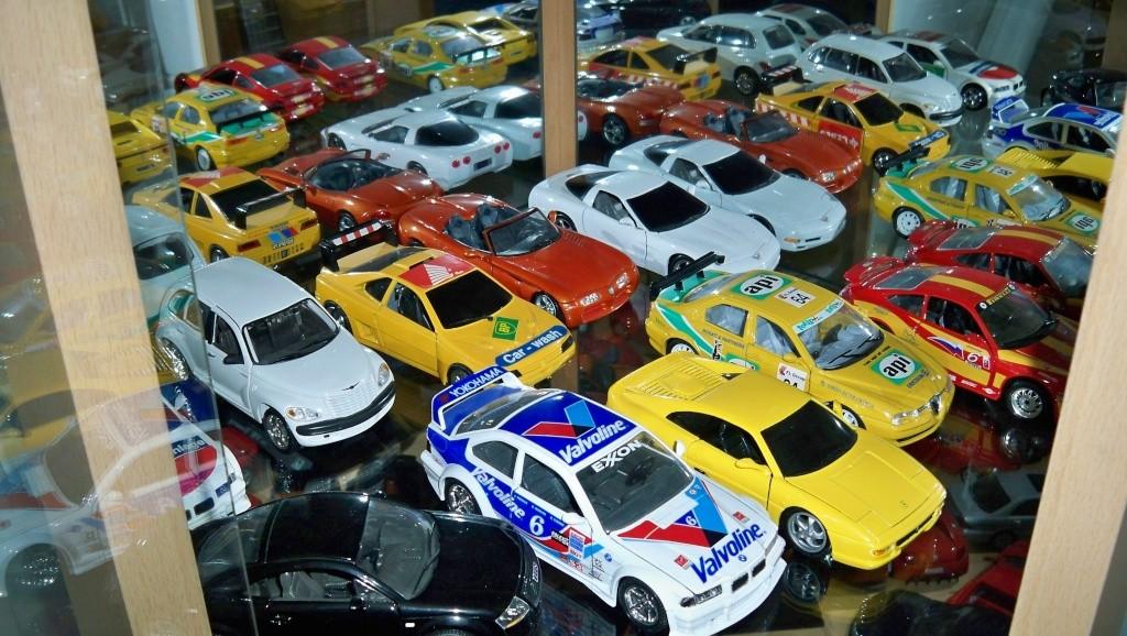 collectionneur de voitures miniatures 100_1225