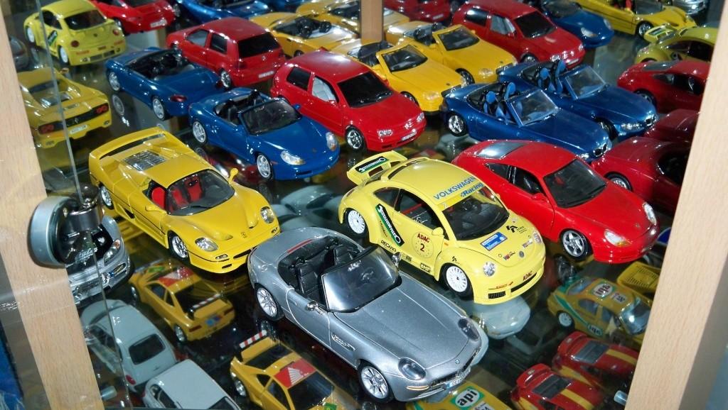collectionneur de voitures miniatures 100_1227