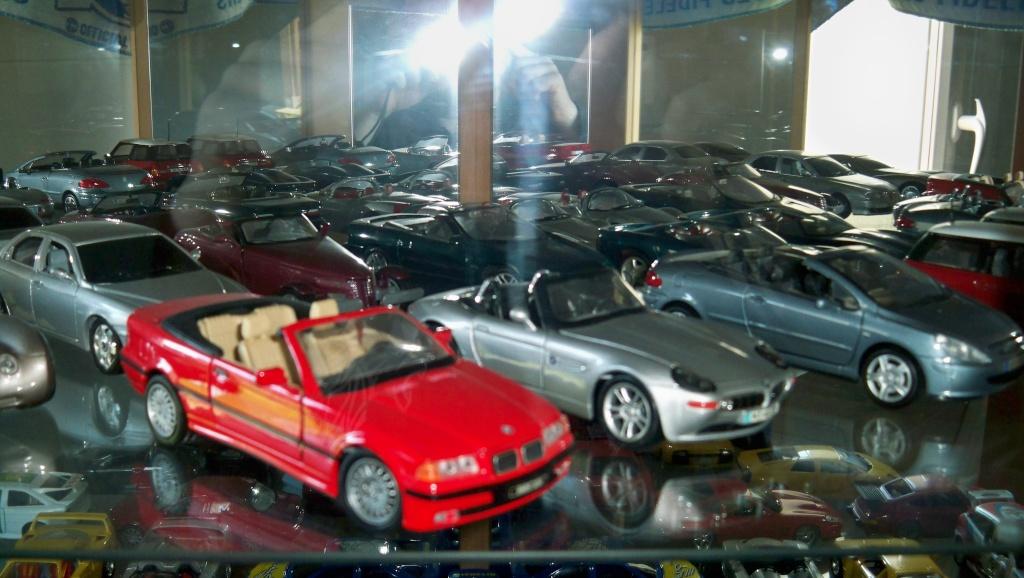 collectionneur de voitures miniatures 100_1229