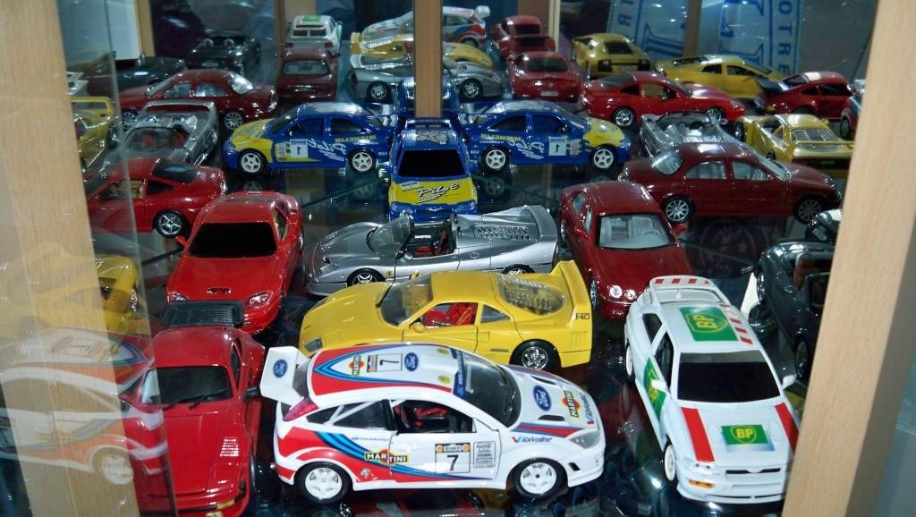 collectionneur de voitures miniatures 100_1230