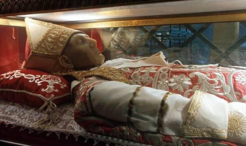 L'ermite qui devint pape ET ABDIQUA Foto-c10