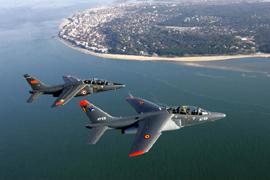 Photos d'avions militaires en plein vol - Page 12 Alphaj10