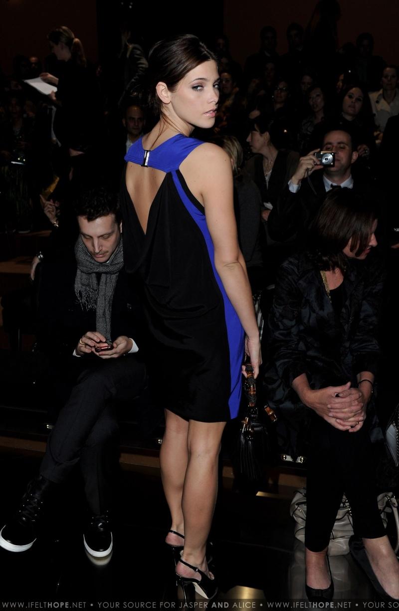 Gucci Fashion Week Milan HQ[27/02/10] 61709a10