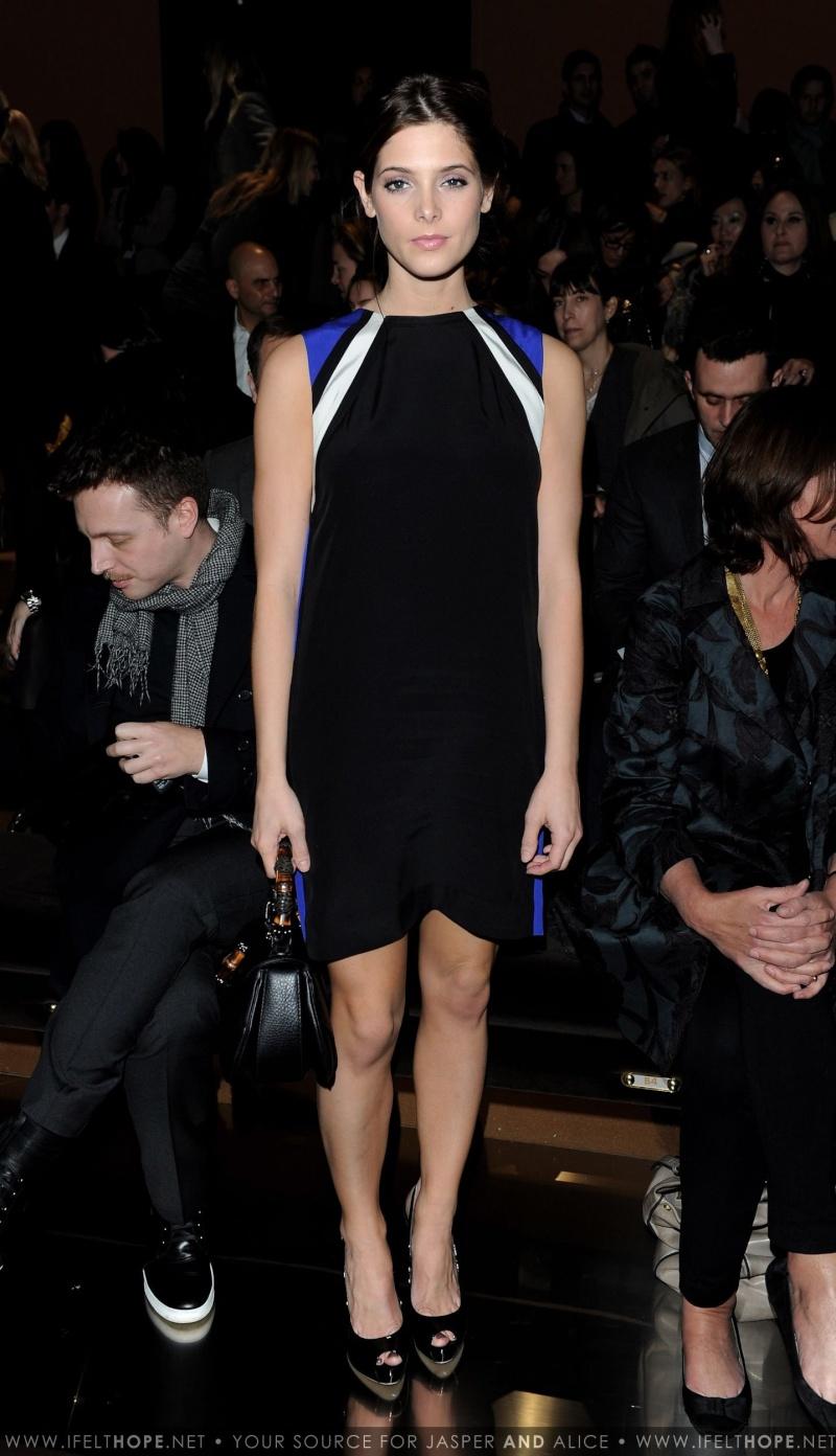 Gucci Fashion Week Milan HQ[27/02/10] C48c9a10
