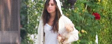 Walking around in Toluca Lake with Maui Candid23