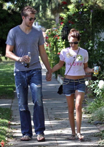 May 1 - Out in Toluca Lake with Scott Norma268