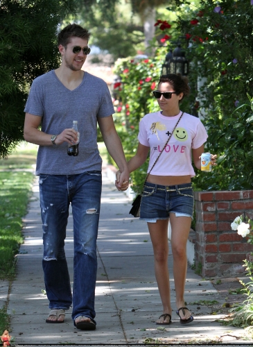 May 1 - Out in Toluca Lake with Scott - Page 2 Norma280