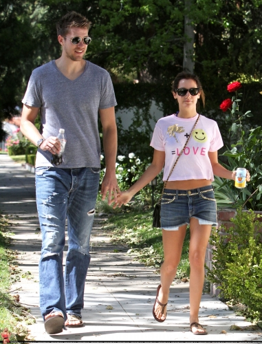 May 1 - Out in Toluca Lake with Scott - Page 2 Norma283