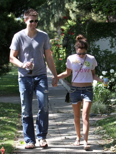 May 1 - Out in Toluca Lake with Scott - Page 2 Norma289