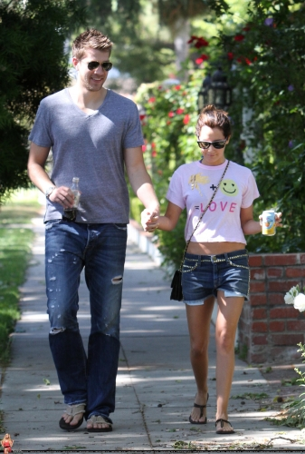 May 1 - Out in Toluca Lake with Scott - Page 2 Norma294