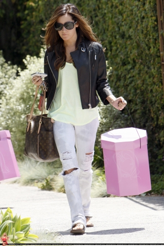 May 13-Leaving Andry Lecompte salon in west Hollywood Norma490